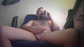 bearded_fellow's Live Cam